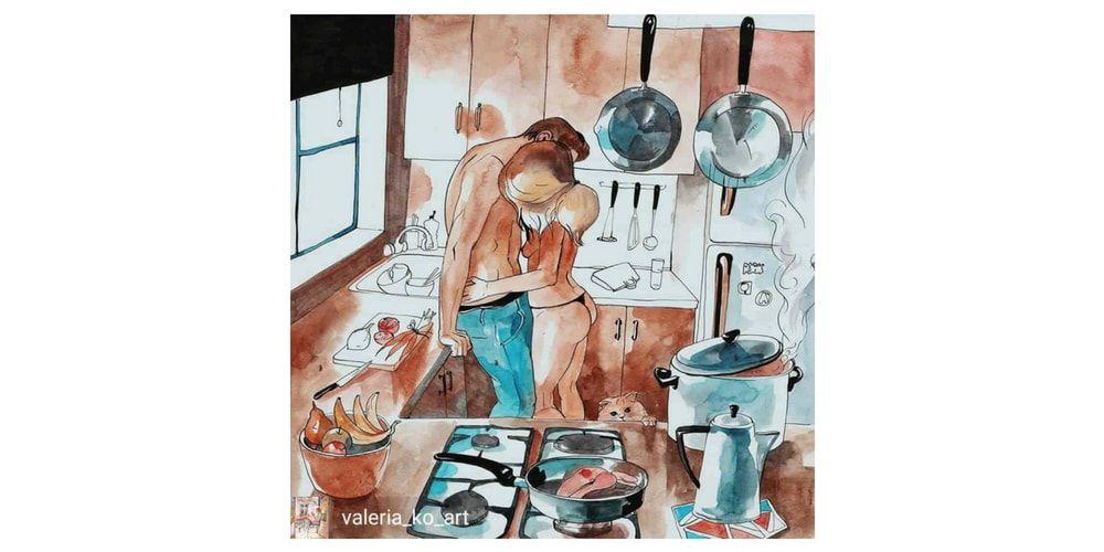 valeria ko Pareja abrazándose en la cocina